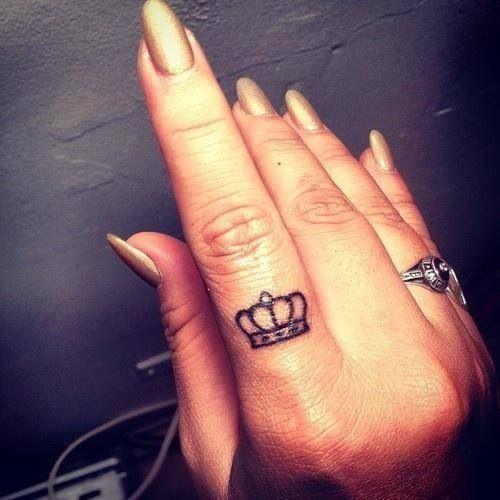 Fingers crown tattoo