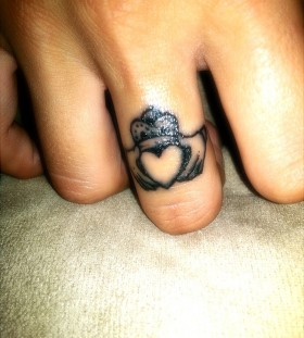 Love heart fingers tattoo