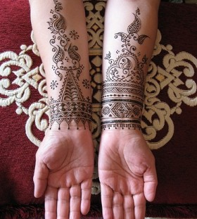 Lovely henna black tattoo