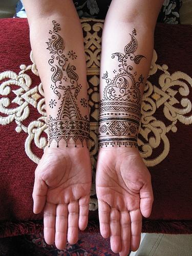 Lovely henna black tattoo