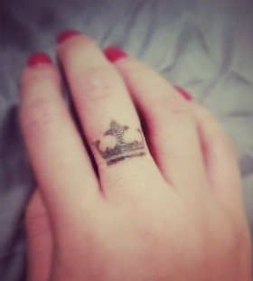 Pretty finger crown tattoo