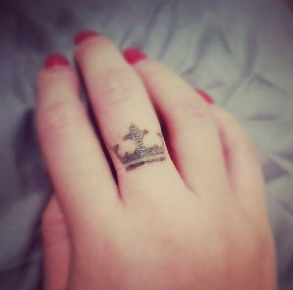 Pretty finger crown tattoo