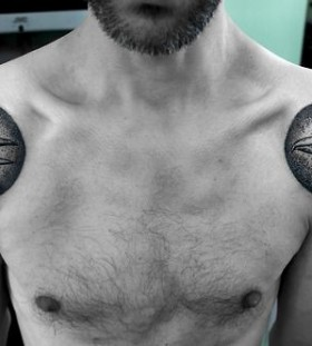 SV.A tattoo crows on shoulders