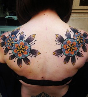 aivaras lee tattoo beautiful flowers on back shoulders
