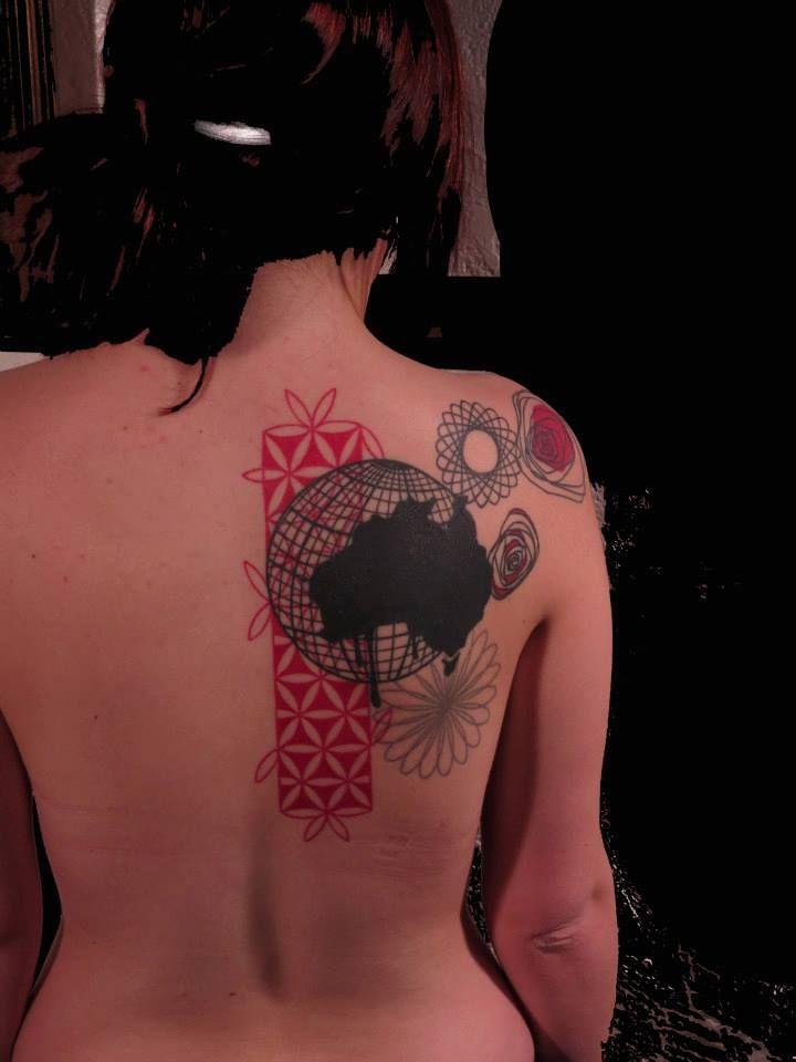 seb inkme globe and flowers back tattoo