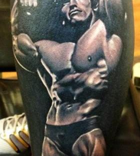 Arnold Scwarcneger sport tattoo