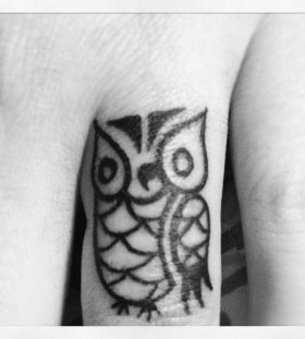 finger tattoo little owl