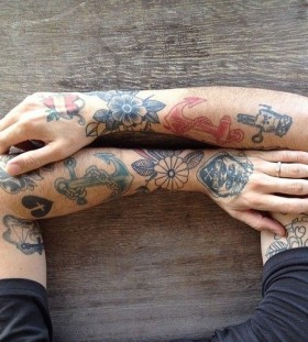 hand tattoo minimalistic colors