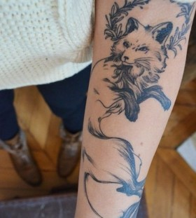 hand tattoo sneaky fox