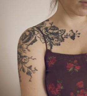 shoulder tattoo black