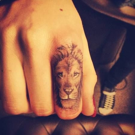 Awesome fingers lion tattoo