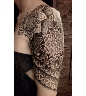 Black and white tattoo by Miah Waska