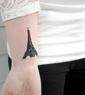 Eifell tower on my hand