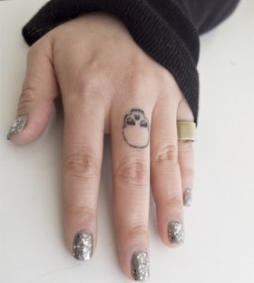 Fingers skulls tattoo