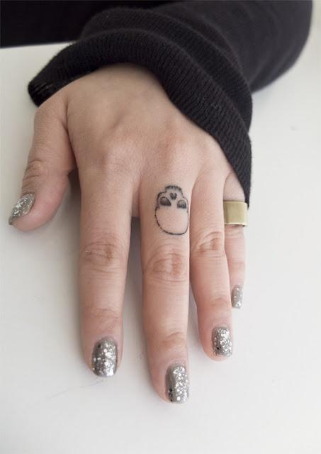 Fingers skulls tattoo