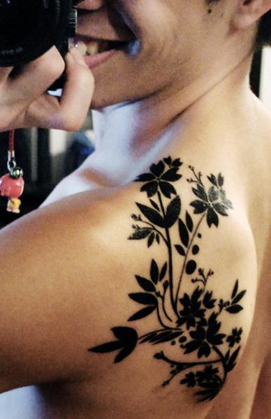 Men plant tattoo
