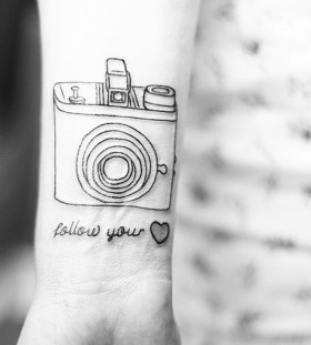 Photocamera retro style tattoo