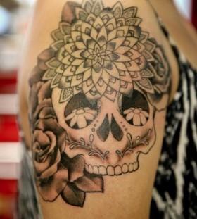 Skull tattoo by Hania Sobieski