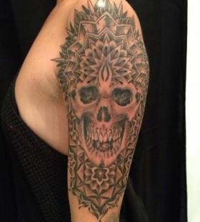Skull tattoo by Miah Waska