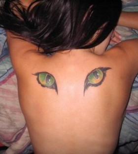 cat eye on back