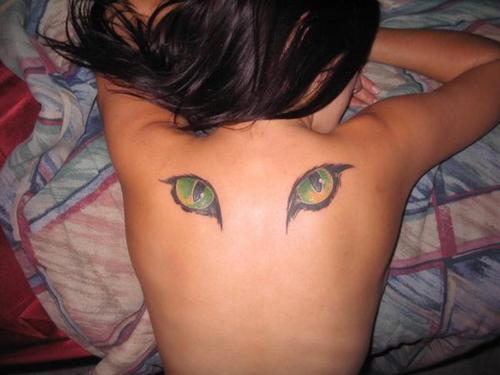 cat eye on back