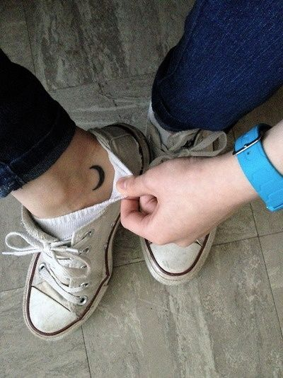 moon-tattoo-foot