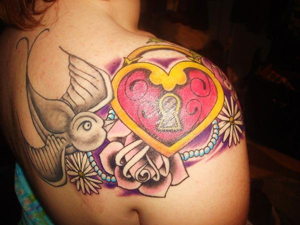 roses-heart-locket