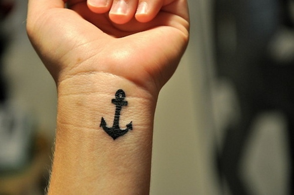 small black anchor