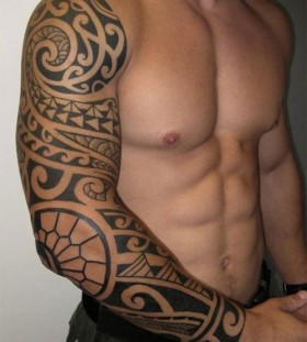 Adorable shoulder tribal tattoo