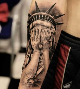 Black hand american style tattoo