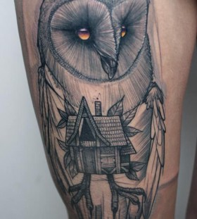 Black owl tattoo made by Berlin artist