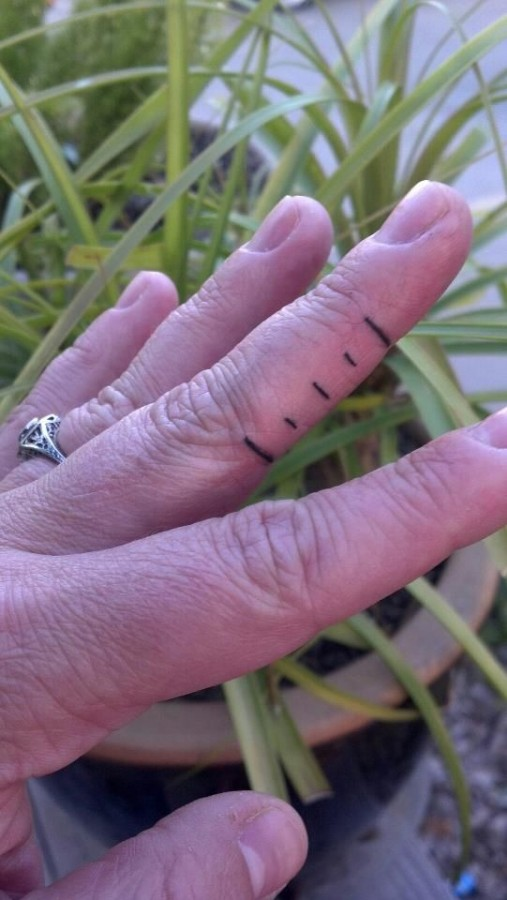 Short fingers lines tattoo