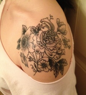 Shoulder leaf tattoo