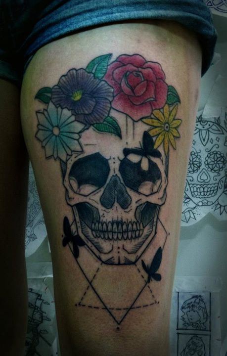 Skull and colorful flowers tattoo by Tyago Compiani