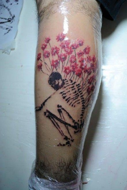 Skull and flowers tattoo by Tyago Compiani