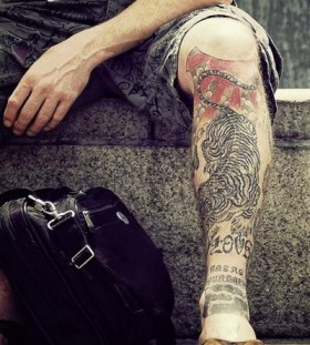 Adorable men's tiger tattoo on leg