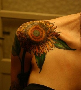 Amazing flower sun tattoo on shoulder