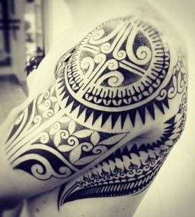 Amazing ornaments of tribal tattoo on shoulder