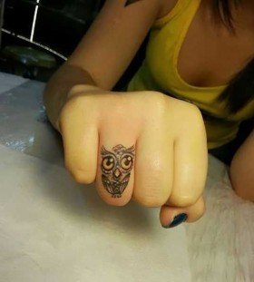 Big eyes owl tattoo on finger