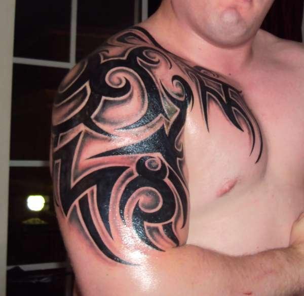 Black adorable tribal tattoo on arm