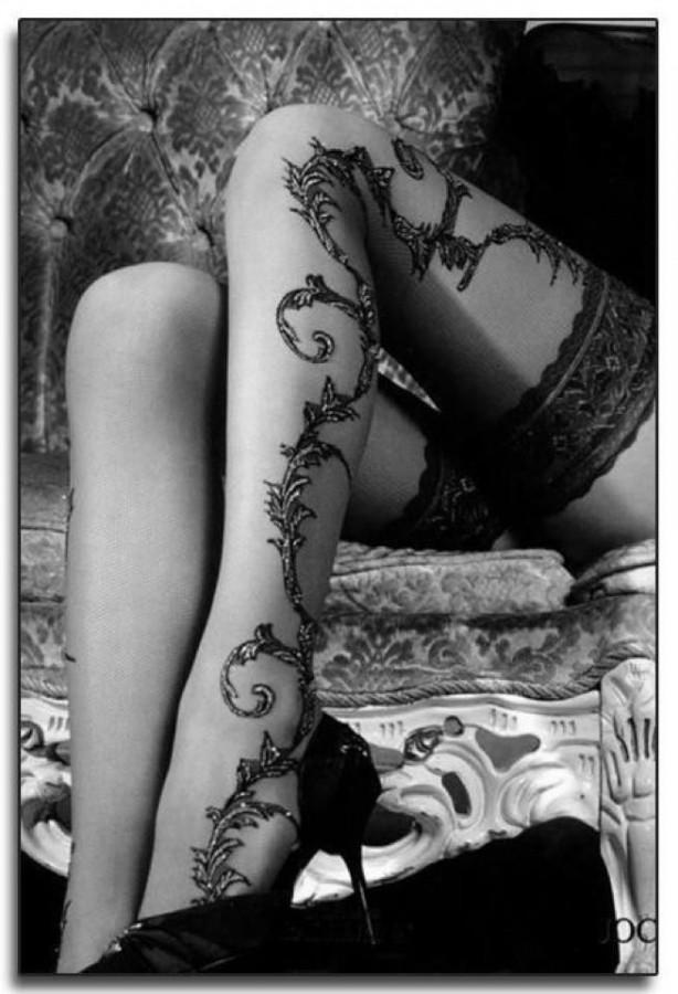 Black lovely lace tattoo on leg