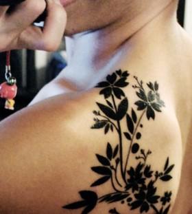 Black men's tree tattoo on shoulder