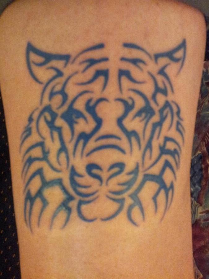 Black ornaments of tiger tattoo on leg