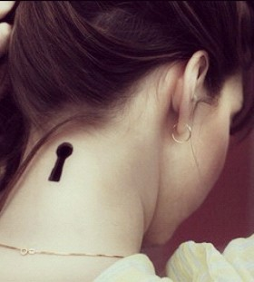 Black simple keyhole tattoo