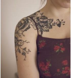 Black simple tree tattoo on shoulder