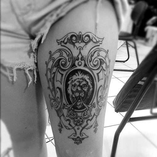 Black women lion tattoo on leg