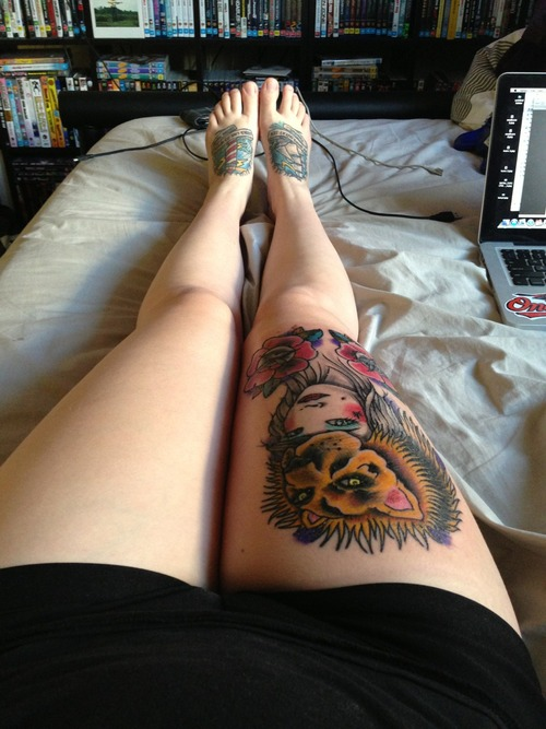 Funny women lion tattoo on leg