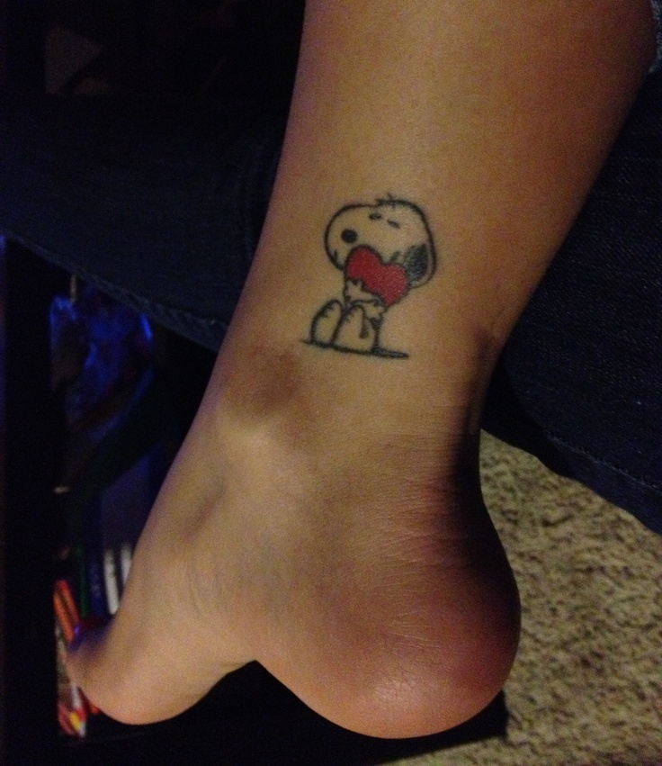 Girl with snoopy tattoo