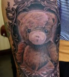 Great looking bear tattoo on leg