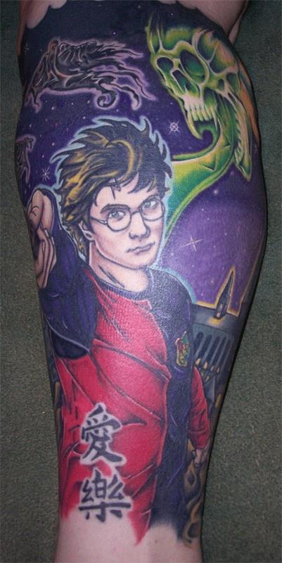 Harri Poter colorful face tattoo on leg